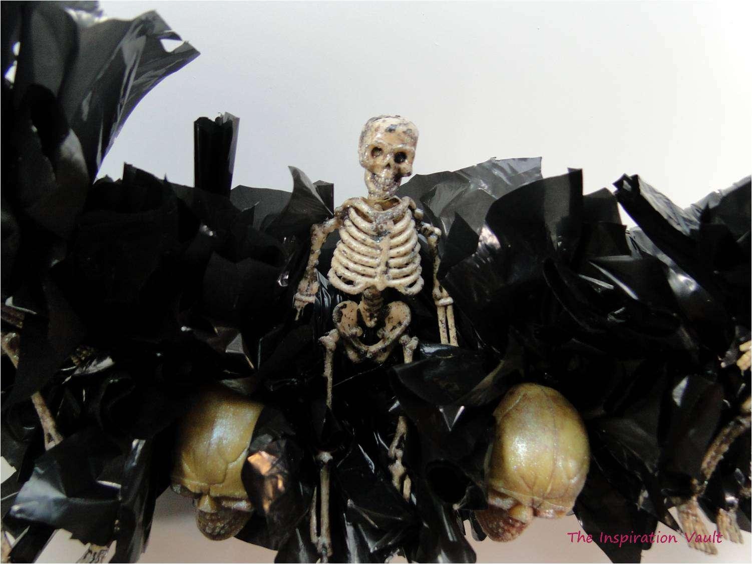Spooky Skeleton Wreath Step 15