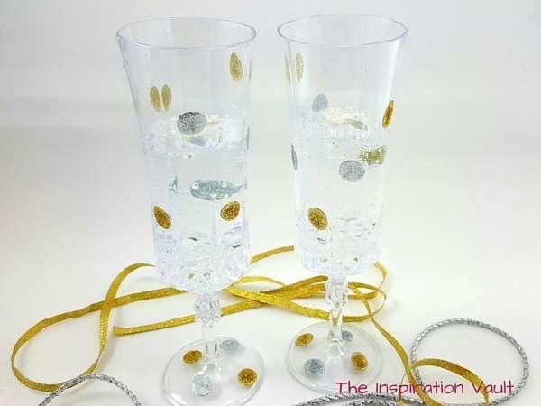 Glittered Polka Dot Champagne Flutes Complete