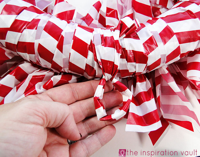 Candy Cane Wreath Step 14b