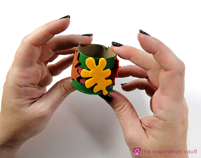 kids-felt-fall-leaf-napkin-rings-step-6b