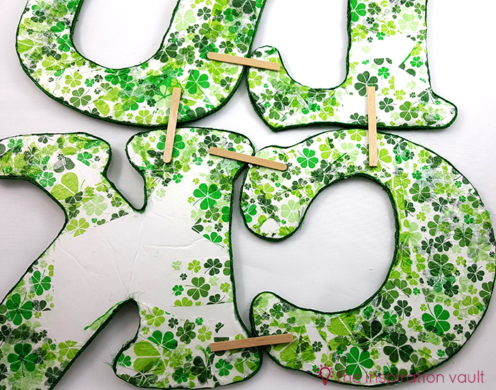 Luck Shamrock Decoration Step 12