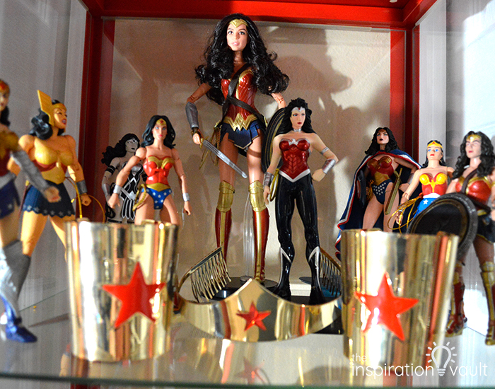Wonder Woman Window Valance Figure Collection
