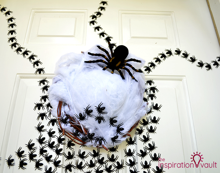 Ghastly Spider Egg Door Decoration Complete