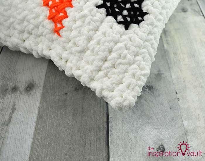 Crochet & Cross Stitch Snowman Pillow Step 12c