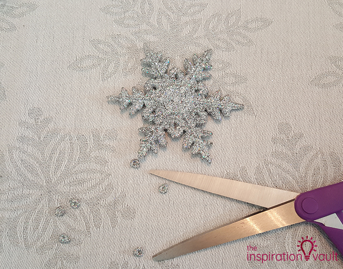 Winter Wonderland Snowflake and Tinsel Wreath Step 2