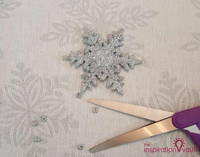 Winter Wonderland Snowflake and Tinsel Wreath Step 2