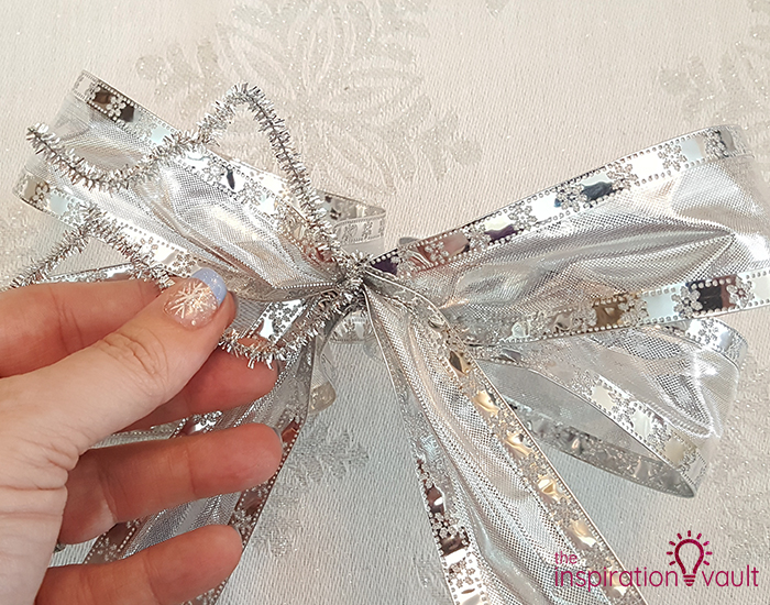 Winter Wonderland Snowflake and Tinsel Wreath Step 4b