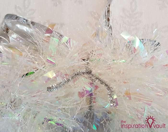 Winter Wonderland Snowflake and Tinsel Wreath Step 5a