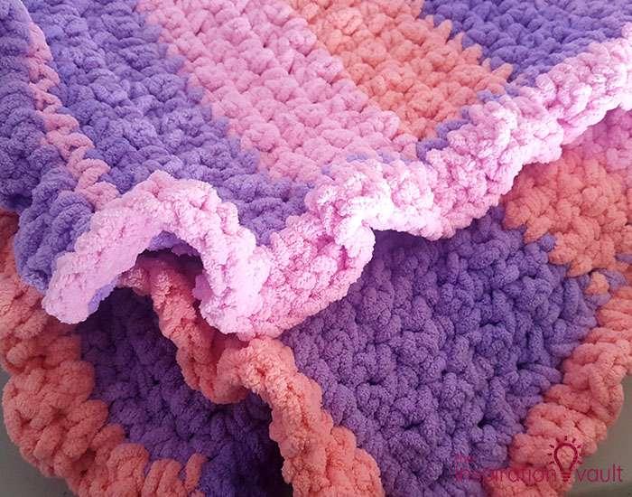 Self-Striping Blanket Yarn Complete