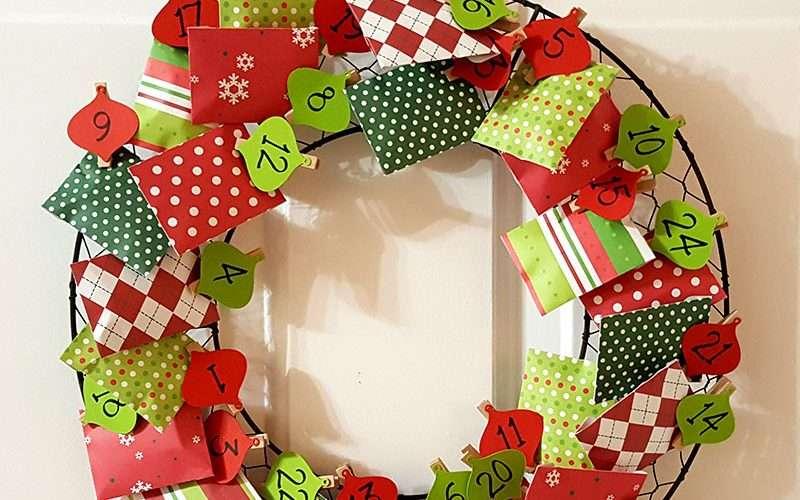 Chicken Wire Advent Calendar Wreath Feature