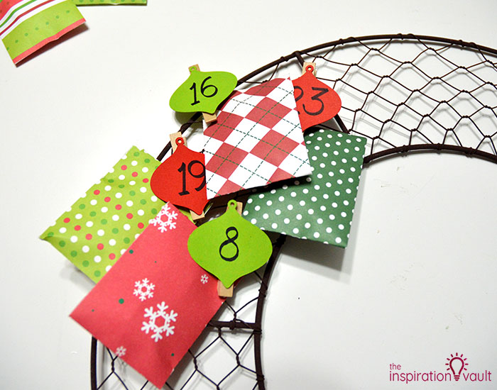 Chicken Wire Advent Calendar Wreath Step 9a