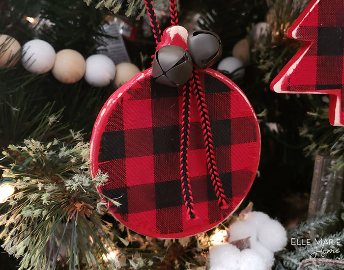 Easy Buffalo Check Christmas Ornaments Completed Round