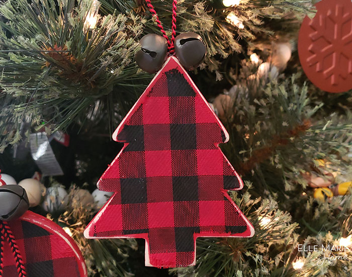 Easy Buffalo Check Christmas Ornaments Completed Tree