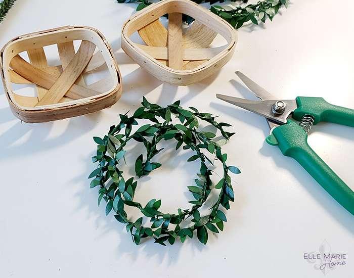 Mini Tobacco Basket Christmas Ornaments Step 1a