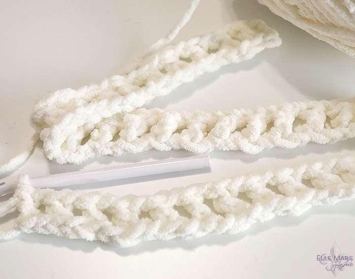 Linen Stitch Crochet Blanket row 1